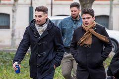 -FOTODELDIA- BUR01. BURGOS, 12/12/19. Victor Rodríguez (c), Carlos Cuadrado (i) y Raúl Calvo (d), exjugadores de la <HIT>Arandina</HIT> Club de Fútbol acusados de agresión sexual a una menor, acuden a la Audiencia Provincial de Burgos para conocer la sentencia sobre este caso. La Audiencia ha condenado a 38 años de cárcel a cada uno de los tres exjugadores de la <HIT>Arandina</HIT> Club de Futbol acusados de agredir sexualmente a una menor de 15 años en noviembre de 2017 en la vivienda que compartían los encausados.