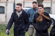 Victor Rodríguez (c), Carlos Cuadrado (i) y Raúl Calvo (d), los tres ex futbolistas de la Arandina condenados por agresión sexual.