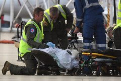 Sydney (Australia).- A survivor of the fatal Whaakaari Volcanic eruption in New Zealand, is transported on a stretcher from a Royal Australian Air Force (RAAF) C-130 Hercules at Sydney Airport in Sydney, Australia, 12 December 2019. According to news reports on 12 December, the death toll has reached eight after two people died in hospital from their injuries. (Nueva <HIT>Zelanda</HIT>) EPA/ AUSTRALIA AND NEW ZEALAND OUT