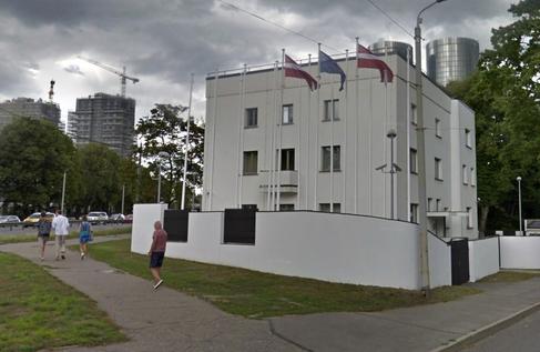 Este chalé es el centro de operaciones de la OTAN en la guerra psicológica con Rusia