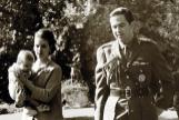 Constantino y Ana María de Grecia, con sus hijos Alexia y Pablo, en Tatoi.