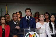 El presidente del Parlamento venezolano, Juan Guaidó, ante los medios.
