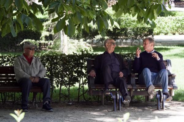 Jubilados, en un parque de Madrid.