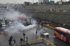 La policía dispersa las marchas de noviembre, en Teherán.