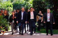 El secretario de Organización del PSOE, José Luis Ábalos (centro), acompañado de Salvador Illa y Teresa Cunillera, a su llegada al congreso del PSC, en Barcelona.