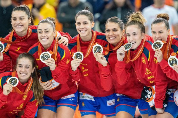 Kumamoto (Japan).- Spanish players celebrate with their silver medals...