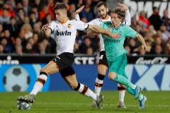 Benzema empata en Valencia en la última jugada
