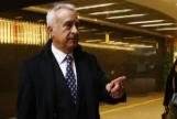 JorgePerez. directivo del Banco del España, antes de asistir al juicio de su demanda por despido.