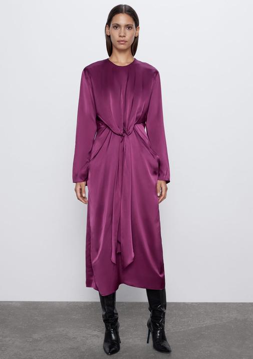 Vestido satinado con lazada. Cuiesta 89,95 euros y es de Zara.