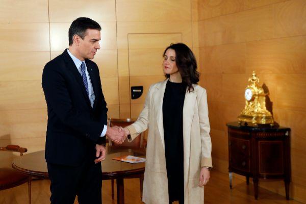 El presidente del Gobierno en funciones con Inés Arrimadas.