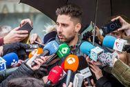 GRAF7843 BURGOS, 12/12/19.- Víctor Rodríguez, uno de los tres exjugadores de la <HIT>Arandina</HIT> Club de Fútbol acusados de agresión sexual a una menor, comparece ante los medios tras conocer la condena a 38 años de cárcel a cada uno de ellos pronunciada este jueves por la Audiencia Provincial de Burgos.