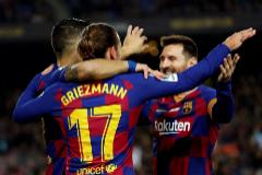 Griezmann, Luis Suárez y Messi celebran un gol en el Camp Nou.