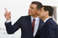Pedro Sánchez, presidente del Gobierno en funciones, y Juanma Moreno, presidente de la Junta.