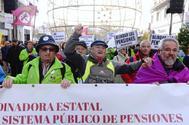 Pensionistas de Castilla y León se manifiestan ayer en Valladolid a favor del blindaje de las pensiones y de una pensión mínima de 1.084 euros