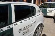 Dos vehículos de la Guardia Civil.
