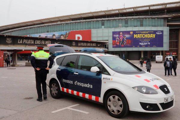 Mossos d'Esquadra este martes en el Camp Nou.