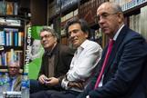 Arcadi Espada, en la presentación de su último libro, rodeado por Andrés Trapiello y Francisco Rosell.