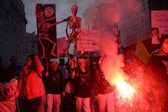 """Los sindicatos desbordan Francia: """"El movimiento no se parará"""""""