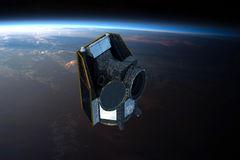 Recreación virtual distribuida por la ESA de cómo CHEOPS viajará por el espacio.