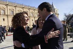 El presidente de la Junta, Juanma Moreno, y la ministra de Hacienda en funciones, María Jesús Montero, en una imagen de archivo.