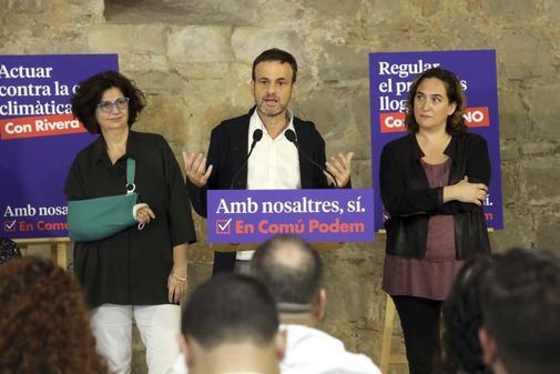 Rosa Lluch, Jaume Asens y Ada Colau, en un acto de En Com