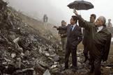 Federico Trillo, ministro de Defensa en 2003, visitando el lugar en el que se estrelló el Yak-42 en Turquía y en el que murieron 62 militares españoles.