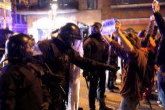 5 detenidos y 21 heridos en los choques entre radicales y Mossos
