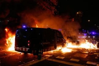 Multitudinaria pelea entre Boixos Nois e independentistas a las puertas del Camp Nou