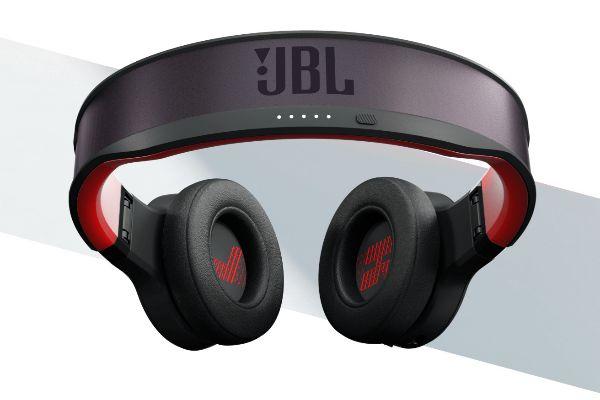 JBL presenta unos auriculares que se cargan con luz solar y artificial