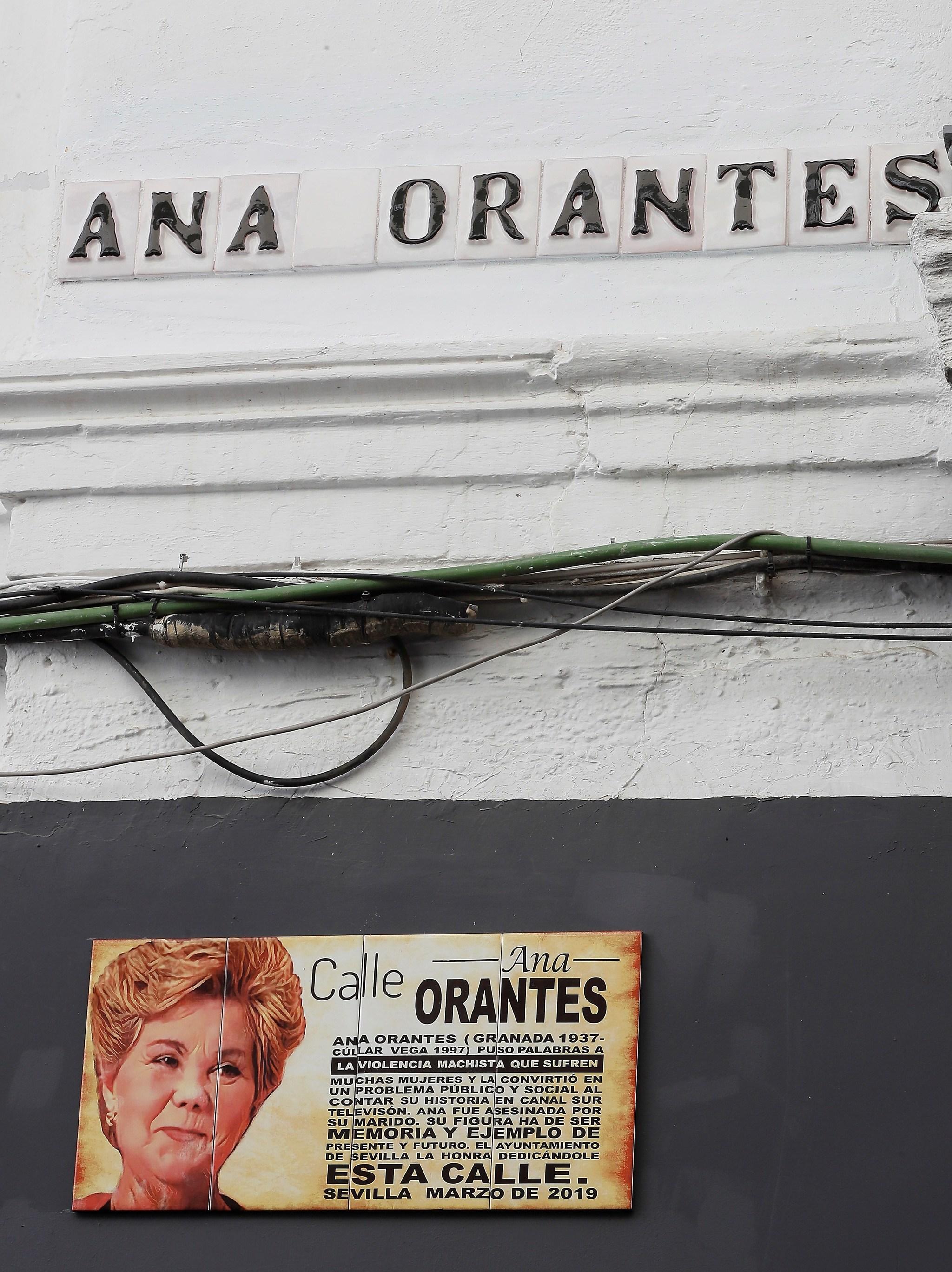 Rótulo en la calle dedicada a Ana Orantes en Sevilla.