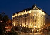 El lujoso hotel madrileño sigue fiel a su tradición de invitar a un...