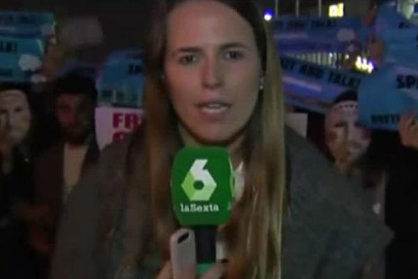 Radicales rodean con excrementos a una reportera de La Sexta, Mireia...