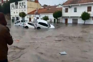 Coches a la deriva por las calles de Nerva, en Huelva.