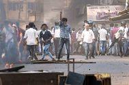 Un manifestante gesticuliza, durante las protestas en Mangalore, India.