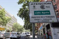 Uno de los carteles de entrada a Madrid Central en los alrededores de Puerta de Toledo.