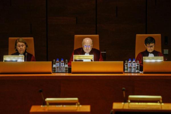Los magistrados del Tribunal de Justicia de la Unión Europea, en el...