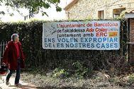 Pancartas contra la expropiación en el Carmel.