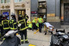 Una mujer en estado crítico tras caerle un cascote de la cornisa de la sede de la Consejería de Cultura
