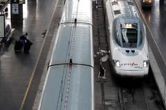 Un AVE en la estación de Atocha de Madrid.