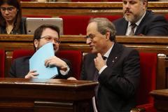 Pere Aragonés conversa entre risas con Quim Torra esta semana en la sede del Parlamento catalán.