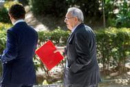 El ex embajador Raúl Morodo, a su salida de la Audiencia Nacional tras declarar en mayo.