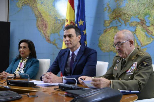 El presidente del Gobierno en funciones, Pedro Sánchez, se dirige por...