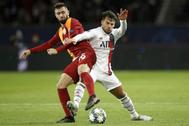 Bernat (dcha.), durante el partido ante el Galatasaray en la Champions.
