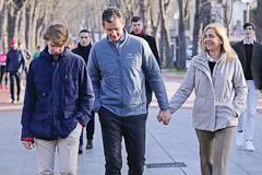 Urdangarin acude a la misa de Navidad con su familia en Vitoria en su permiso penitenciario
