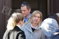 La Infanta Elena e Iñaki Urdangarin salen de la Capilla de El Prado, en Vitoria, este miércoles, tras escuchar la misa de Navidad.