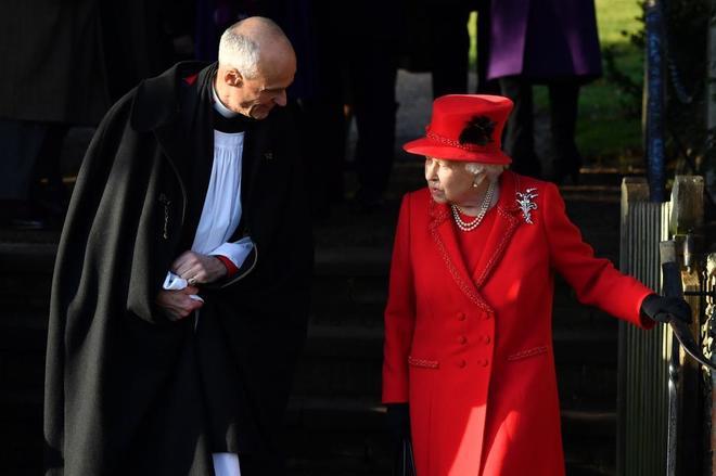 La Reina Isabel II de Gran Bretaña tras el  servicio religioso...