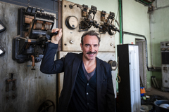 ///NO UTILIZAR SIN CONSULTAR CON FOTOGRAFIA//////Jean <HIT>DUJARDIN</HIT>, French actor, poses in front of an old film producer, during a visit to the Victorine studios in Nice, south of France, on March 29, 2019. Jean <HIT>DUJARDIN</HIT>, acteur Francais, pose devant un vieux generateur de cinema, lors de la visite des studios la Victorine à Nice, sud de la France, le 29 Mars 2019., Image: 423622676, License: Rights-managed, Restrictions: , Model Release: no, Credit line: Frederic DIDES / AFP / ContactoPhoto. foto: PARA PAPEL CULTURA PG