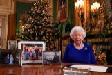 La reina Isabel II, durante su mensaje de Navidad en el Castillo de Windsor.