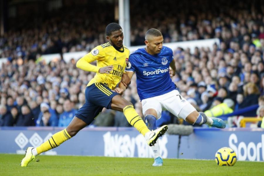 Partido entre el Everton y el Arsenal en la Premier League