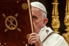 Jorge Bergoglio, durante la misa de Nochebuena.